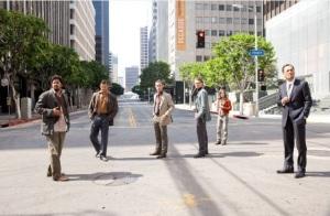 Bohaterowie Incepcji podczas treningu. Ulica i świat wokół stworzona przez Ariadne. Incepcja - Warner Brothers 2013