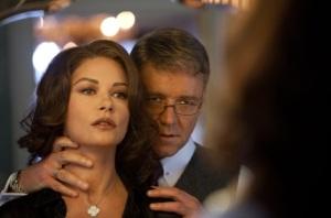 Burmistrz wynajmuje detektywa do śledzenie swojej żony Cathleen Catrhina Zeta-Jones Władza Broken City Twentieth Century Fox 2013