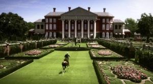 Większość scen filmu rozgrywa się na Long Island, gdzie jest dom Gatsbiego i Daisy. Wielki Gatsby - The Great Gatsby Warner Bros Pictures 2013