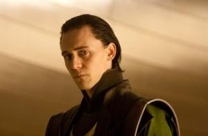 Tom Hiddleston jako Loki. Brat Thora zrobi wszystko żeby sięgnąć po władzę. Thor - Marvel Paramount 2011
