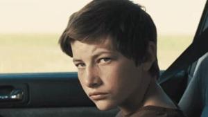 Ellis Tye Sheridan stara się za wszelką cenę uratować związek Muda. Uciekinier - Mud Lionsgate 2012