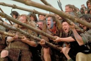 Bohaterem filmu Mela Gibsona jest człowiek, który w chwili próby nie wyrzeka się swojej wiary. Waleczne serce - 1995 - Paramount Pictures