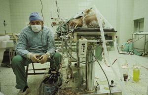 Zbigniew Religa śpiąca pielęgniarka zdjęcie James Stanfield 1987